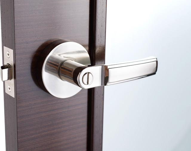 Deluxe Storm And Screen Door Lever Handle And Keyed