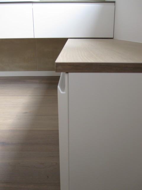 sideboard wei lackiert mit schubladen griffleiste auslackiert modern m bel sonstige. Black Bedroom Furniture Sets. Home Design Ideas