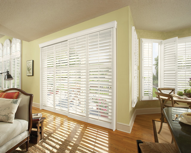 Hunter douglas casual living window treatments other for Casual curtain ideas for living room
