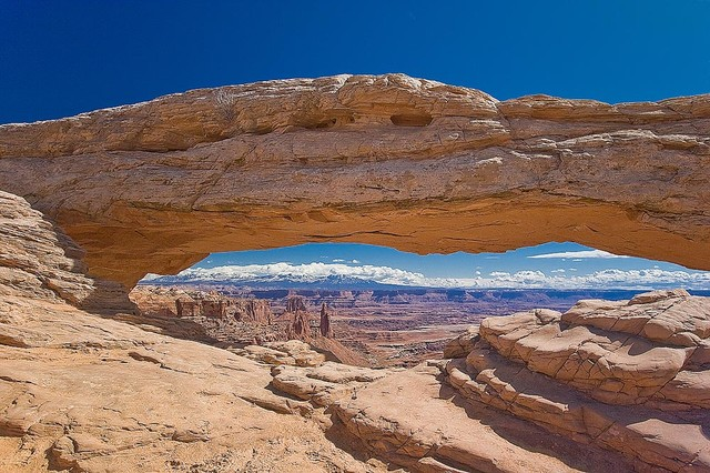Sandstone arch in utah desert wallpaper wall mural self for Desert mural wallpaper