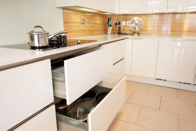 Handleless Kitchen Drawers Modern Kitchen Cabinets Other Metro