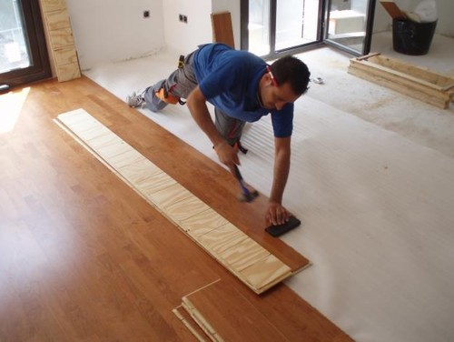 Que prefieres tarima de madera o suelo laminado for Poner tarima flotante
