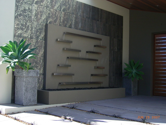 Water features outdoor fountains and ponds melbourne for Outdoor wall waterfall design