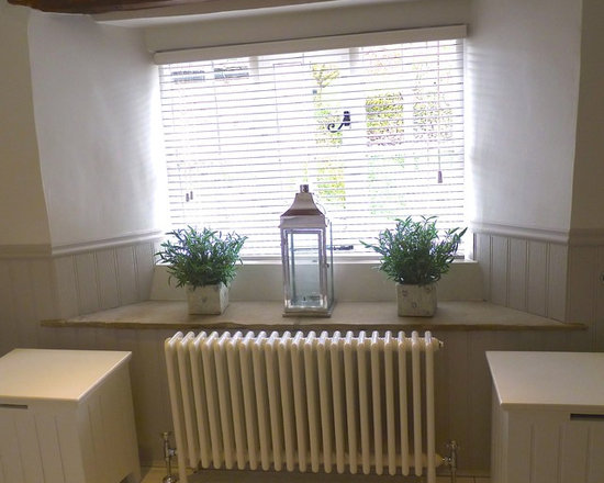 Large and mid sized bathroom window sill home design ideas - Bathroom window sill ideas ...