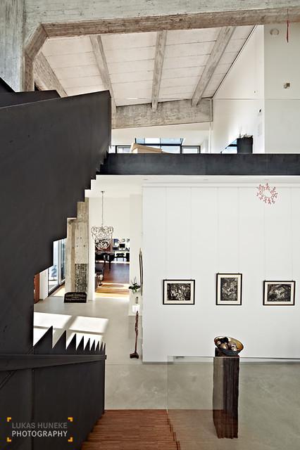 blick von der treppe im offenen wohnbereich industrial treppenhaus other metro von lukas. Black Bedroom Furniture Sets. Home Design Ideas