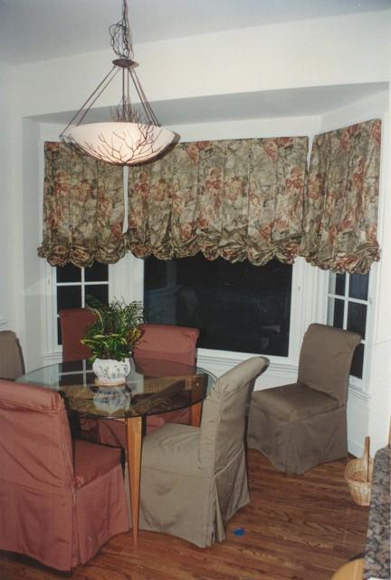 Bay windows bow windows corner windows oh my for Contemporary window treatments for bay windows