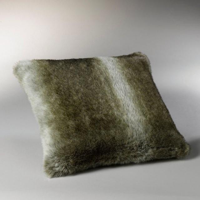 housse de coussin fa on fourrure bazso contemporain. Black Bedroom Furniture Sets. Home Design Ideas