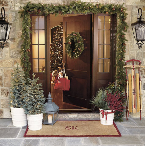 Vancouver indoor outdoor pre lit wreath traditional Traditional outdoor christmas decorations