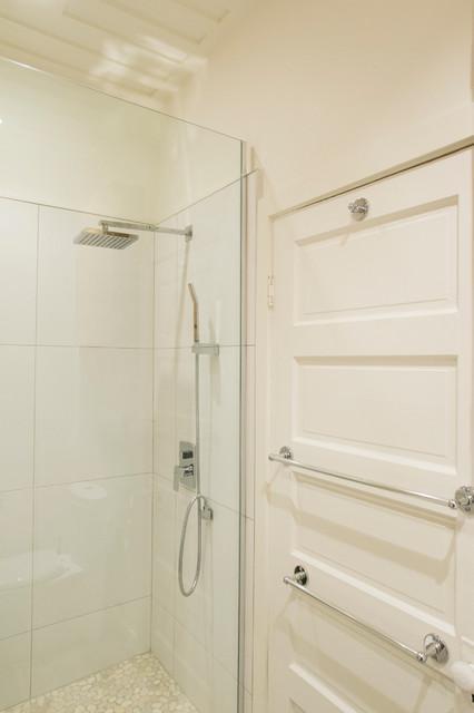 Salle de bain de bois exotique contemporary montreal for Salle de bain en bois exotique