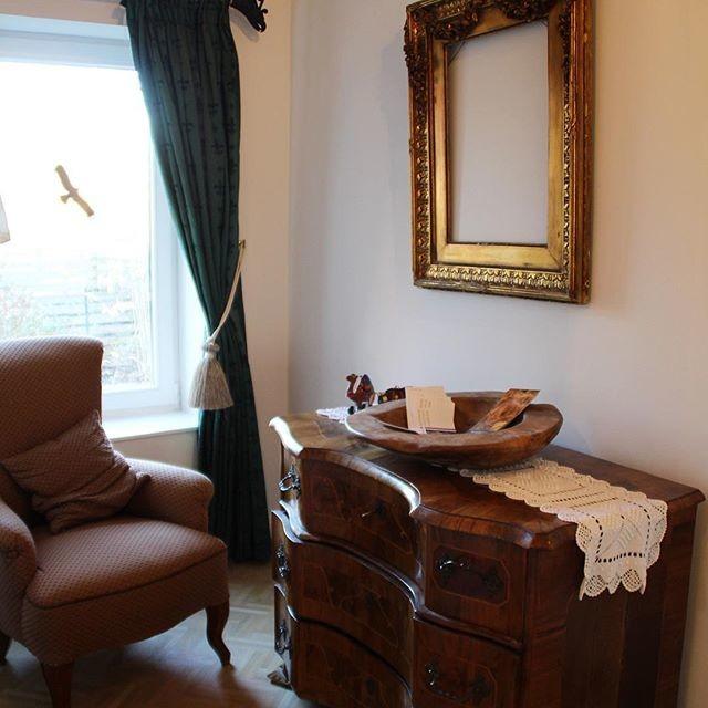 flur nische mit sessel kommode und rahmen klassisch flur other metro von dido. Black Bedroom Furniture Sets. Home Design Ideas