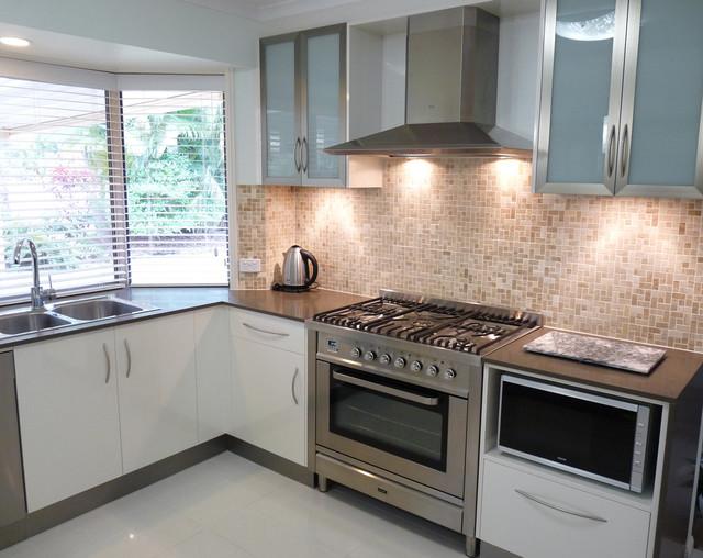 Kitchen splashback farmhouse brisbane by haddon for Kitchen cabinets brisbane