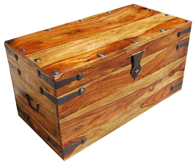 Kokanee rustic solid wood dallas trunk coffee table with - Baules decorativos ...