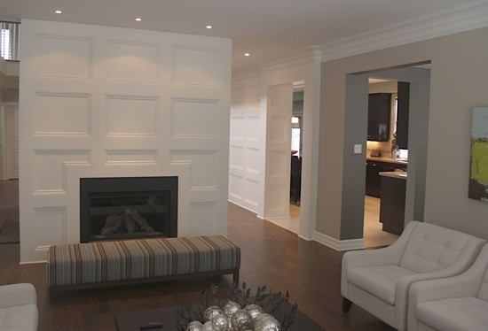 accent wall wainscoting traditional living room. Black Bedroom Furniture Sets. Home Design Ideas