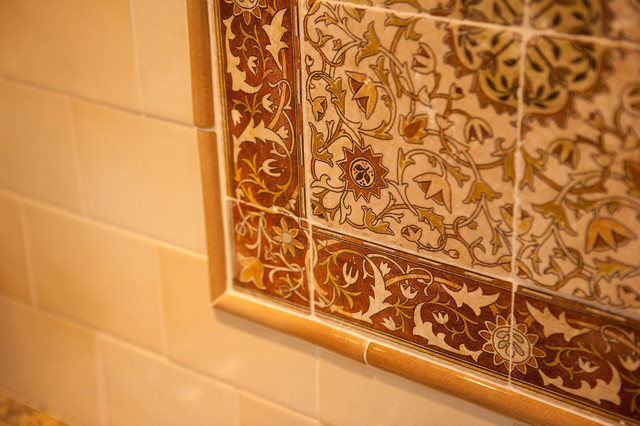Kitchen wall tile medallion for Traditional kitchen wall tiles