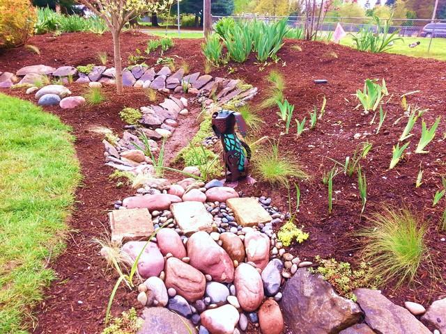 Master gardener landscape makeover rain garden portland for Home rain garden design