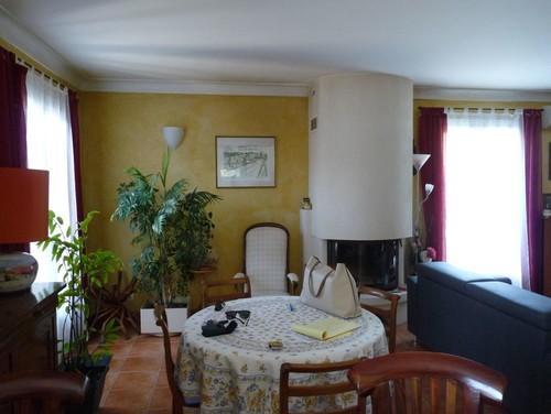 rendre hausmannien un salon des ann es 80 et choisir les couleurs. Black Bedroom Furniture Sets. Home Design Ideas
