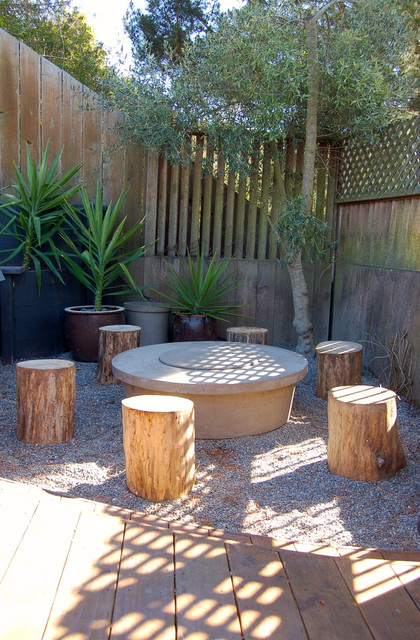 Small Fire Pit With Tree Stump Stools