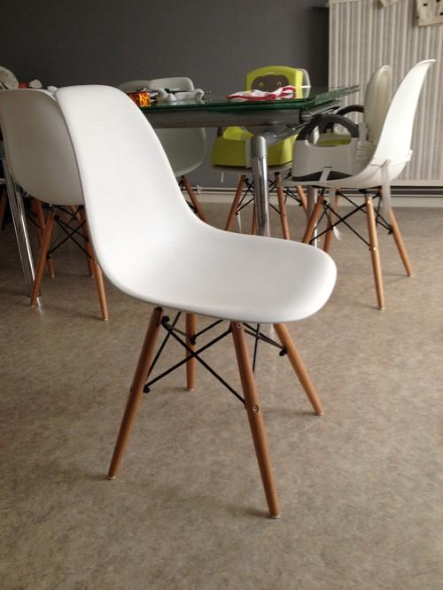 Table ancienne et chaises modernes maison design for Table ancienne et chaises modernes