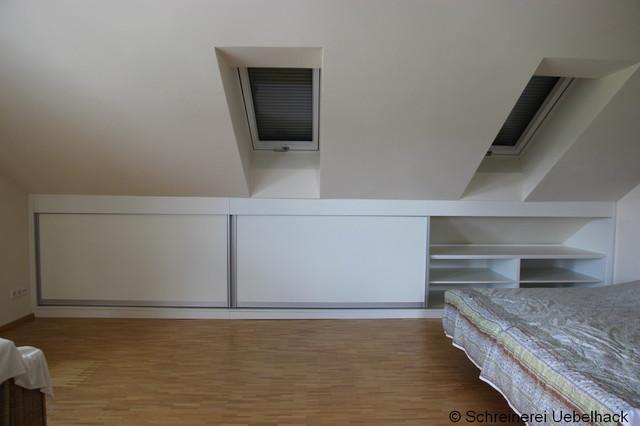 stauraumschrank unter der dachschr ge bauhaus look schlafzimmer. Black Bedroom Furniture Sets. Home Design Ideas