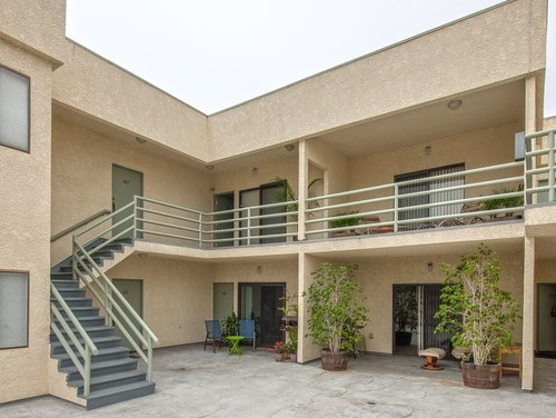 What Kind Of Concrete Deck Finish Looks Good With Rough Stucco Walls