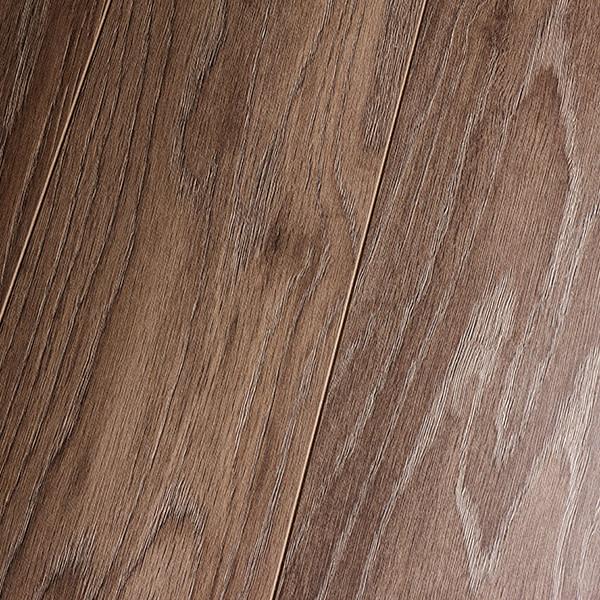 Inhaus natural prestige bordeaux oak 10mm laminate for Inhaus laminate flooring