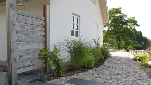 Udvendig bruser i haven, med varmt vand, kan benyttes året rundt