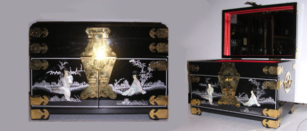 Black Lacquer Oriental Jewelry Box Inlaid with Mother of ...