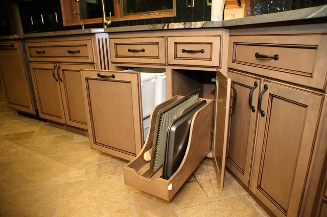 Kichen traditional seattle by western cabinets for Western kitchen cabinets