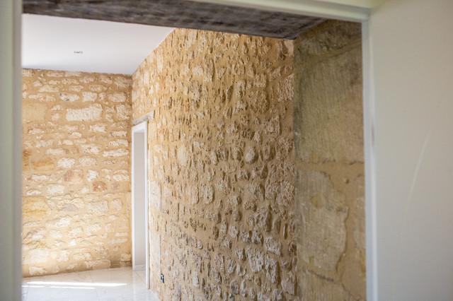 Mur en pierre apparente dans la cuisine contemporain autres p rim tres - Mur en pierre apparente interieur ...