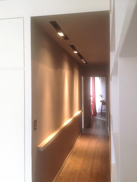Que faire d 39 un vieux couloir sombre transformez le en mus e - Comment eclairer un couloir sombre ...
