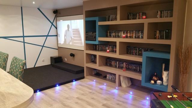 salle de jeux et de projection bar contemporary k llare other metro av arthur bonnet. Black Bedroom Furniture Sets. Home Design Ideas