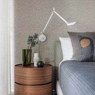 Свежая идея для дизайна: спальня в современном стиле с полом из керамогранита - отличное фото интерьера