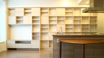狭小マンションをお洒落に演出、グリッドデザインのオーダー壁面収納