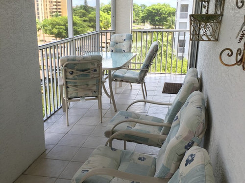 I Ve Searched The Internet And Really Don T See Any Ideas Of Condo Lanai Decorating Washer Dryer Behind Doors So Need Room To Open Those