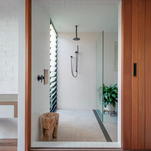 Design ideas for a midcentury bathroom in Sydney.