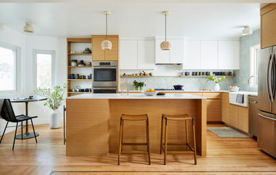Kitchen of the Week: A Modern Mix of White, Wood and Blue