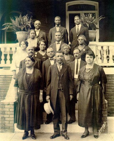 99-0363 Walker, John Mitchell, Jr. (first row, center) and other Richmond commun