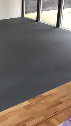 Wir Haben Uns Für Ein Linoleum Kork Gemisch Entschieden In Einem Dunklen  Grau. Es Wird In 2 Meter Breiten Bahnen Verlegt. Wir Sind Super Zufrieden  Und Haben ...