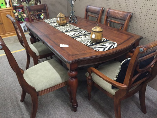 Serengeti Kuli Wood And Leather Dining Set
