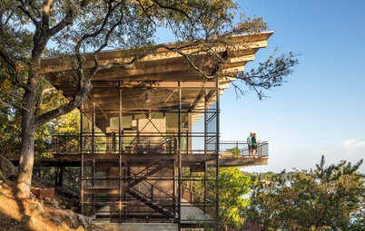 Houzz Tour: Fire-Tower-Inspired House of Glass, Wood and Steel
