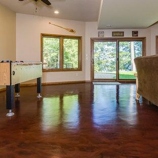 Idée de décoration pour un grand sous-sol chalet donnant sur l'extérieur avec un mur blanc, béton au sol, un sol rouge et aucune cheminée.