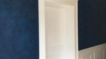 Pose de papier peint intérieur