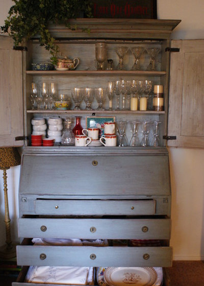 downsizing help storage solutions for small spaces adequate storage space