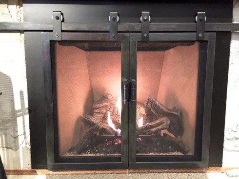 Etonnant Barn Door Fireplace Doors