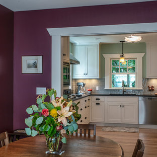 Design ideas for an arts and crafts home design in Portland.