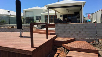 Large entertainers deck with stairs leading to Jetty
