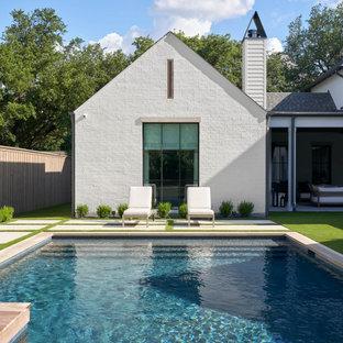 Klassisk inredning av en pool