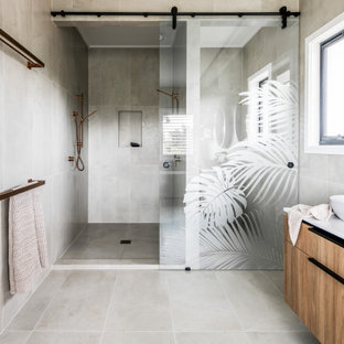 Photo of a contemporary bathroom in Gold Coast - Tweed.