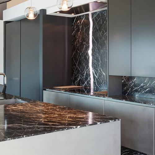 k chen mit schrankfronten aus edelstahl und marmorboden. Black Bedroom Furniture Sets. Home Design Ideas