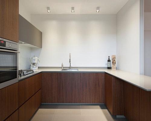 Cucina su misura noce canaletto e Fenix grigio Londra